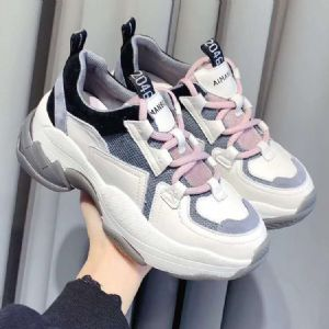 老爹鞋款式丰富更新快,很适合实体店和直播销售
