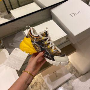 世界名牌高档女鞋微信,分享下一双高档大牌女鞋多少钱图片