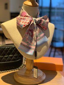 *视觉盛宴斜纹真丝印花小方巾超值回馈绝对会尖叫的专柜品质