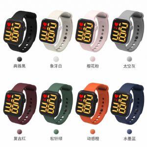 电子手表 带抬腕显示 防水 电池用一年