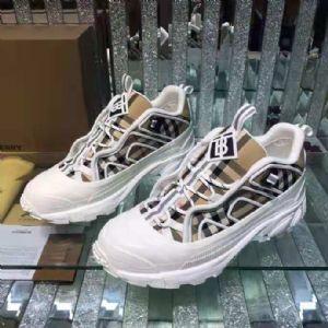 广州大牌高档男鞋时尚女鞋运动鞋微商一手工厂货源批发招代理一件代发